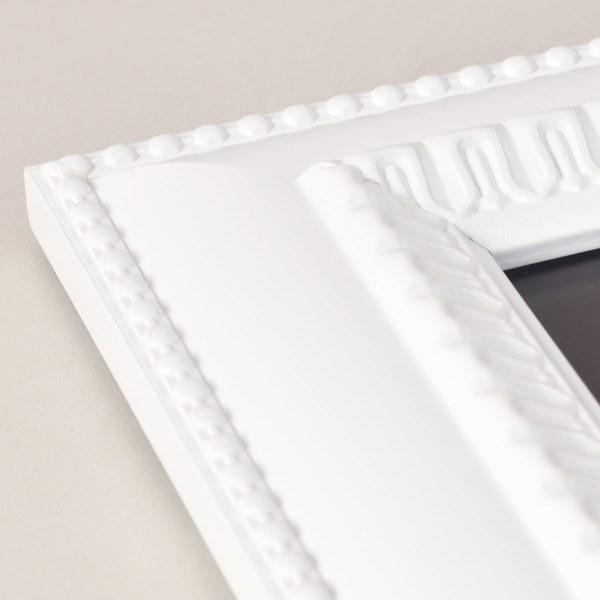 Feodora white frame corner