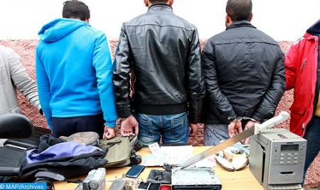 مكناس .. توقيف 5 أشخاص يشتبه تورطهم في ترويج المخدرات وحيازة السلاح الأبيض وتهديد أمن وسلامة المواطنين