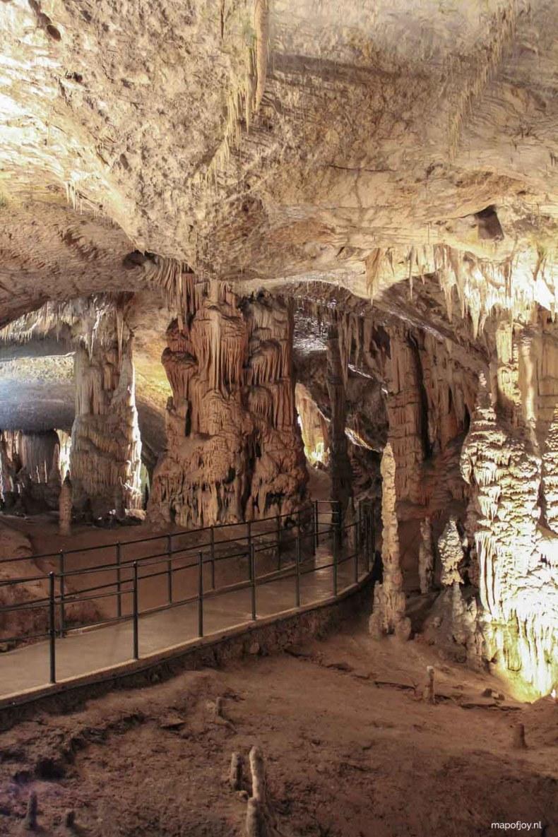 Doen in Slovenië: bezoek de grotten van Postojna - Map of Joy