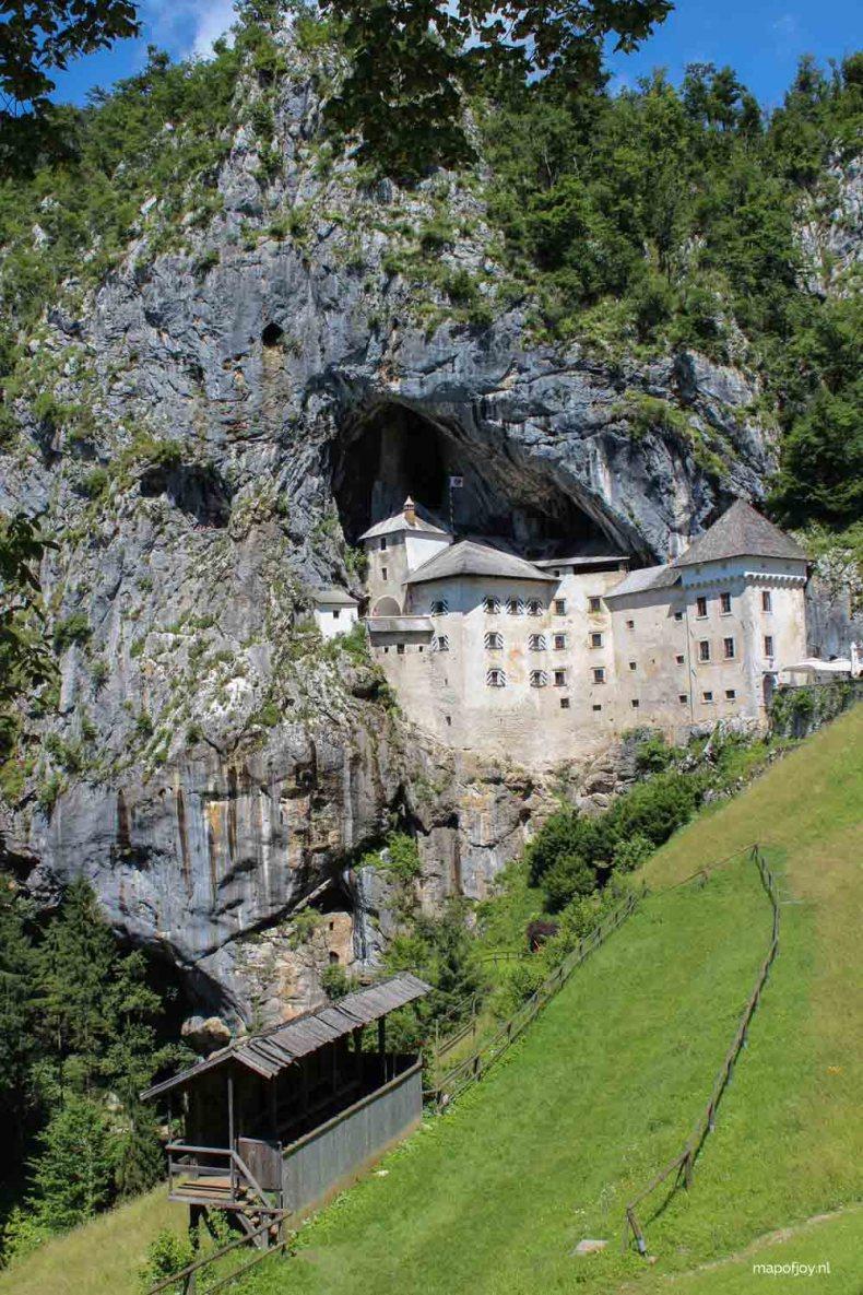 Doen in Slovenië: bezoek Kasteel Predjama - Map of Joy
