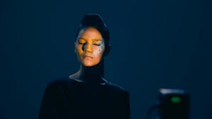 Удивительно реалистичный 3D mapping на лице девушки
