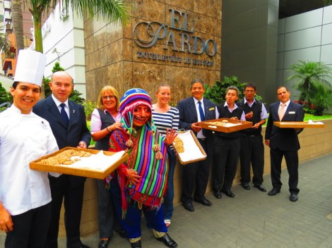 Handing out cookies with the El Pardo staff.
