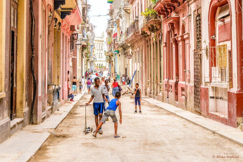 Children play on a backstreet in La Habana Vieja