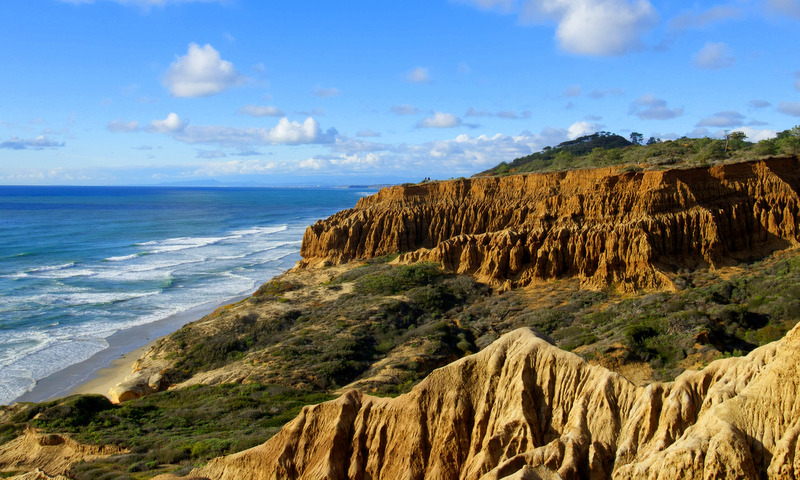 San Diego is a city full of outdoor enthusiasts, and we San Diegans love our outdoor activities! Why not do as the locals do and go on a hike?