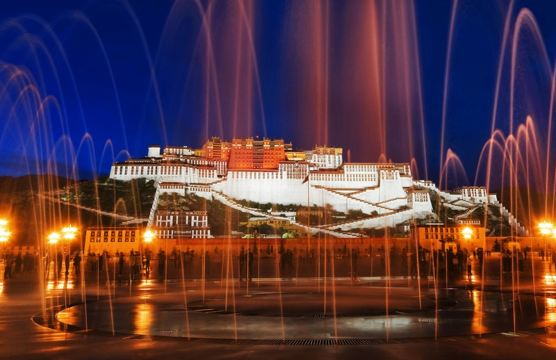 Have dinner at a local Tibetan restaurant, then get your fill of eclectic and interesting Lhasa nightlife!