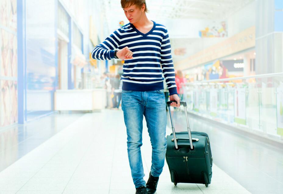 Airport traveler Canva RF