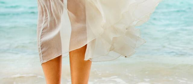 Destination Wedding Styles For Women: What to Wear to a Tropical Beach Wedding