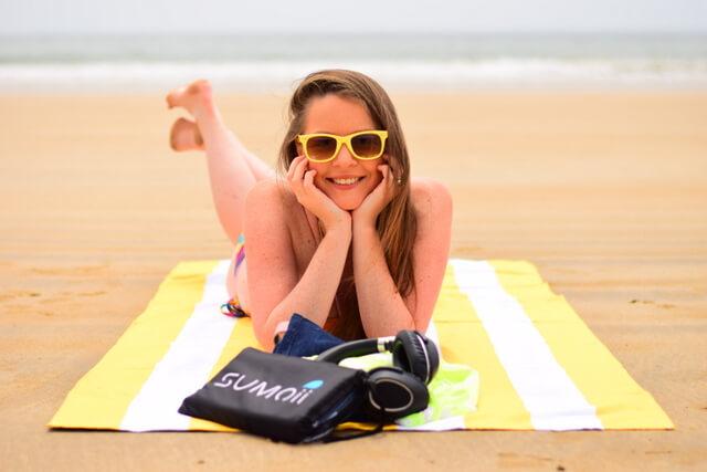 Sumoii Sand Free Beach Towel Review Best Travel Beach Towel (1)