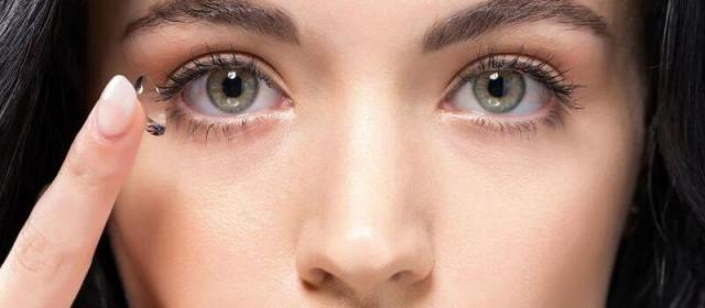 Tips for Flying With Contact Lenses