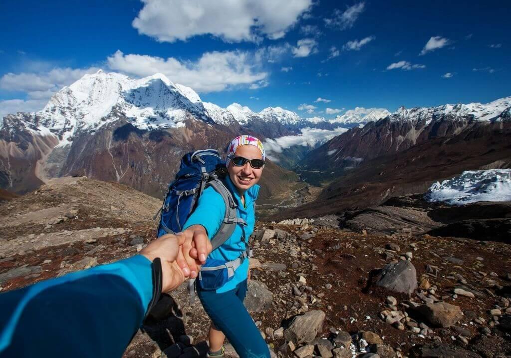 Manaslu Circuit Trek hikers RF