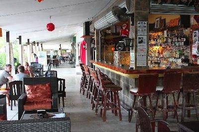 alona beach bar