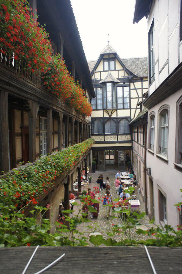 Cour du Corbeau courtyard