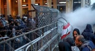 دياب يكثّف اتصالاته للإسراع بتشكيل الحكومة اللبنانية ووتيرة المظاهرات ترتفع