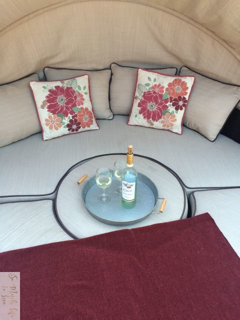 summer-tour-outdoor-living-daybed-wine-somuchlifetolive