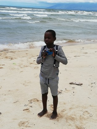 Gift taking pictures at Kande beach