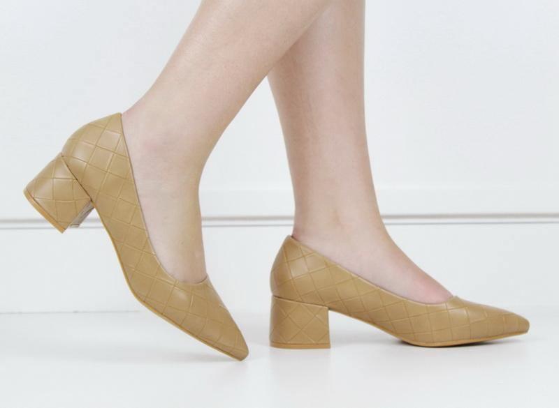 Tropez 70-8 weave embossed pointy on block heel camel