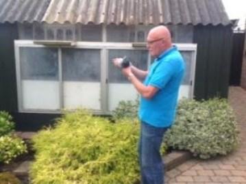 Gerrit voor het vlieghok