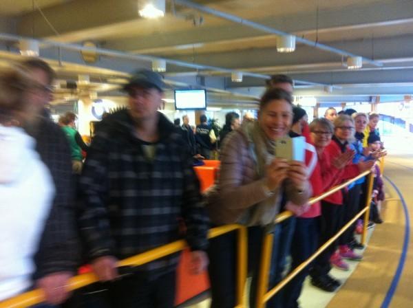 Många stod och hejade den sista timmen. Så roligt! Foto: privat