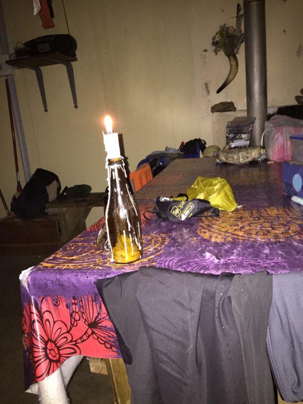 Herden tände ett ljus och lät oss sova på hans golv. Foto: privat