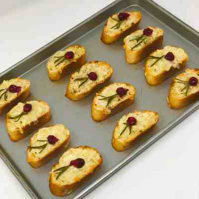 Cheesy Toasted Baguette with Fresh Cranberry and Rosemary
