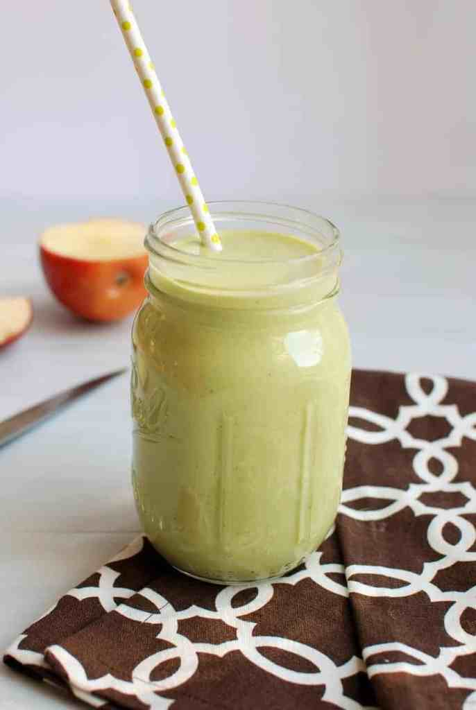 25 of the Best Green Smoothie Recipes: Kale smoothies, spinach smoothies, arugula smoothies, vegan smoothies, vegetarian smoothies #greensmoothies