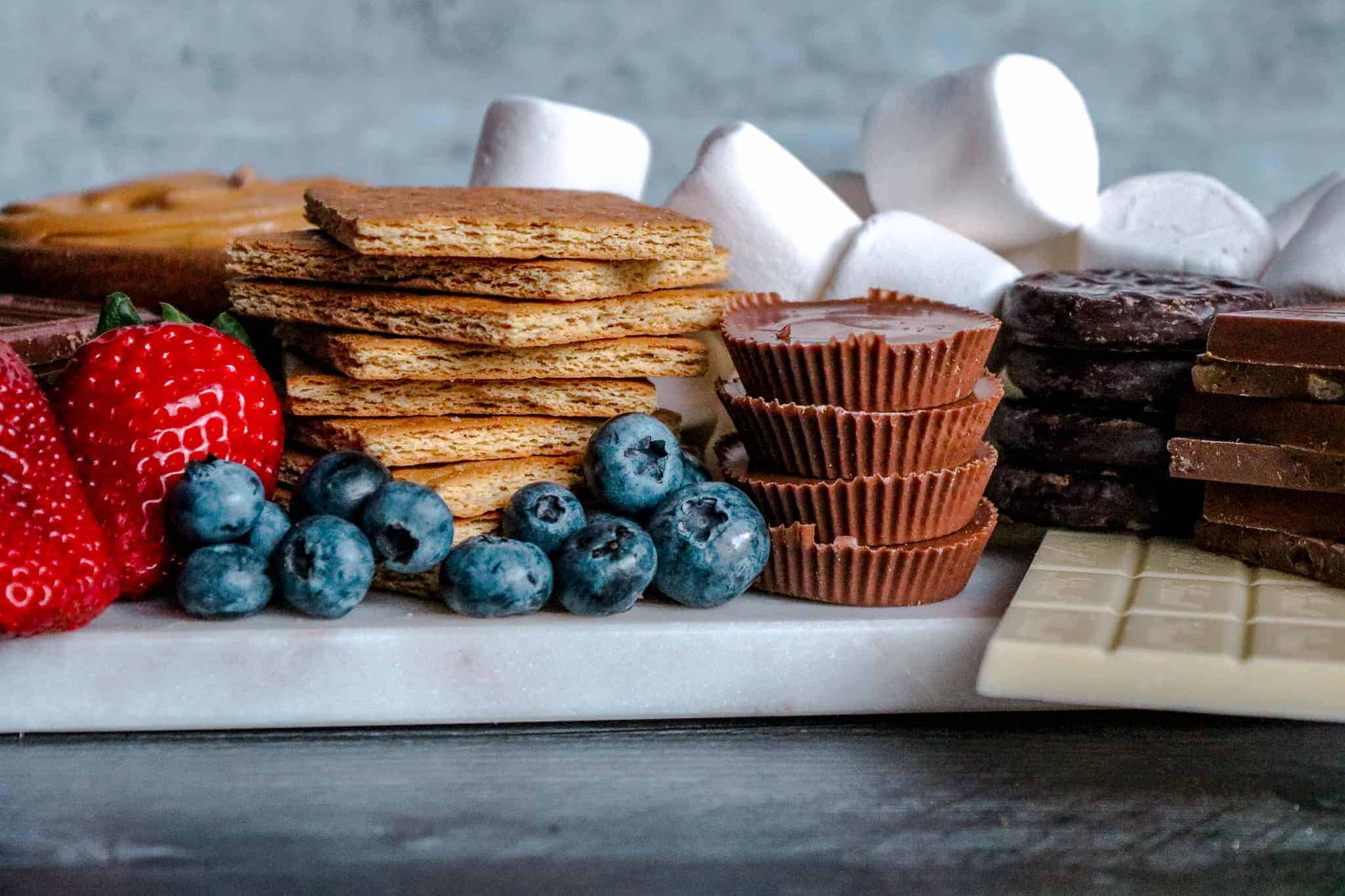 How to Make a Loaded S'mores Board: Head on shot of s'mores board
