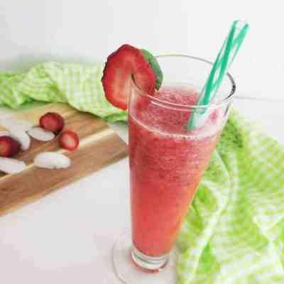 How to Make a Fresh Strawberry Margarita