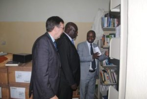 Majawa (in grey suit) briefing Mkandawire inside Mzuni 'interim' Libray as Ridley looks on – Pic by Yohane Chideya, Mana