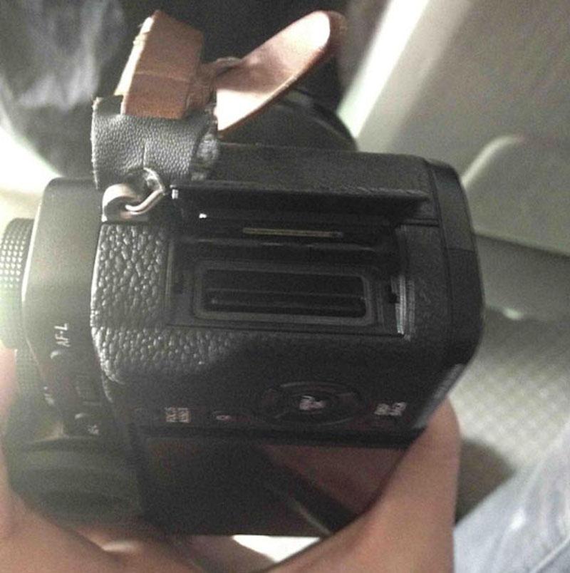 FUJIFILM X-T1 SDカードスロット