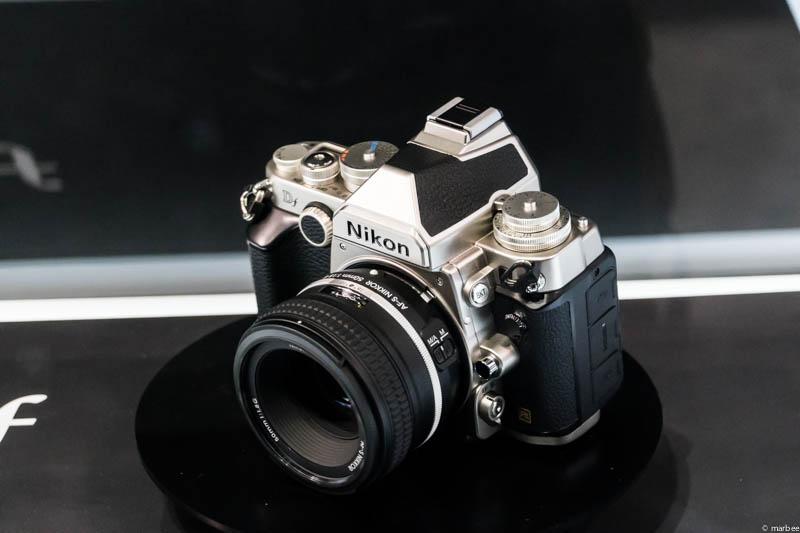 Nikon DF 斜め前