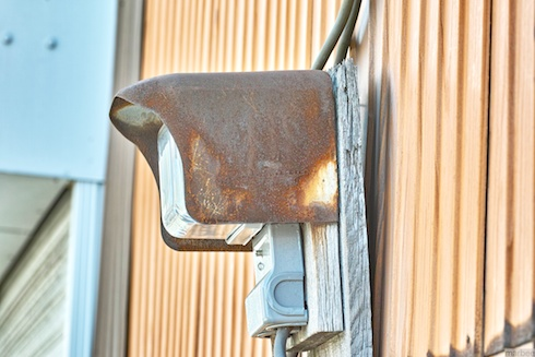 古びた電気メーター