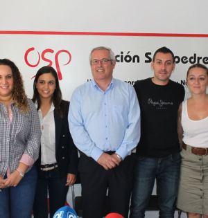 El líder de OSP, Rafael Piña (centro), rodeado de jóvenes de su formación política