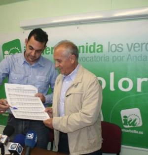 Los concejales de IU en Marbella, Miguel Díaz y Enrique Monterroso analizan los resultados en rueda de prens