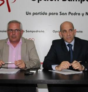 Los concejales de OSP Rafael Piña y Manuel Osorio durante una rueda de prensa reciente