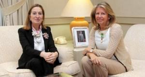 La ministra de Fomento, Ana Pastor, junto a la alcaldesa de Marbella, Ángeles Muñoz en imagen de archivo