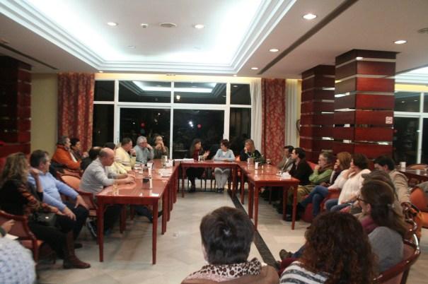 Imagen de los asistentes a la reunión del 5 de enero contra la entrega de terrenos a Benahavís
