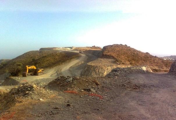Imagen reciente, facilitada por OSP, de las obras en suelo no urbanizable de Marbella, cercanas a la linde con Benahavís