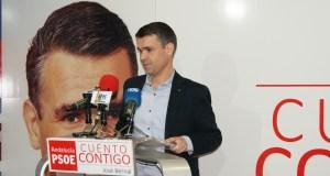 El candidato del PSOE a la Alcaldía, José Bernal, este jueves en rueda de prens