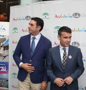 El consejero de Turismo de la Junta de Andalucía, Javier Fernández, junto al alcalde de Marbella, José Bernal, en una imagen de archivo. Foto/ marbellaconfidencial.es
