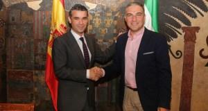 El presidente de la Diputación y Turismo Costa del Sol, Elías Bendodo, junto al alcalde de Marbella, José Bernal, en una imagen de archivo.
