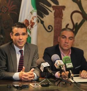 El alcalde de Marbella, José Bernal, y el presidente de la Diputación, Elías Bendodo, en imagen de archivo