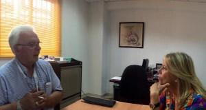 La portavoz del PP, Ángeles Muñoz, durante una visita este martes a la fundación Fundatul para personas con discapacidad. Foto distribuida por el gabinete de prensa del Partido Popular
