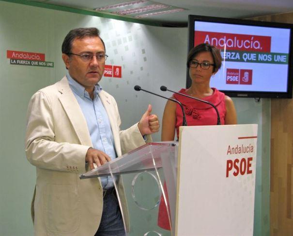 El diputado en el Congreso y secretario general del PSOE de Málaga, Miguel Ángel Heredia, en imagen reciente junto a María Gámez. Foto/ Europa Press