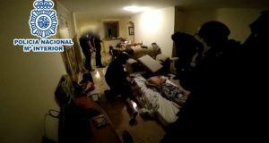 Imagen de la detención de los sicarios que tuvo lugar en un piso de La Cala de Mijas. Foto/ Ministerio del Interior/ E.P.