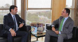 El consejero de Turismo de la Junta, Javier Fernández, junto al presidente de la Diputación de Málaga, Elías Bendodo (drcha), en imagen de archivo. Foto/ Europa Press