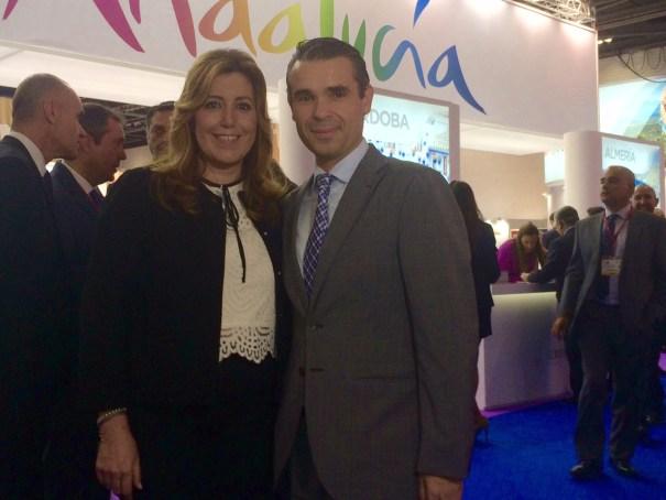 La presidenta de la Junta de Andalucía, Susana Díaz, junto al alcalde de Marbella, José Bernal, durante el encuentro que han mantenido este lunes en la WTM de Londres. Foto/ J.C. Villanueva