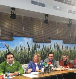 La presidenta del PP de Marbella, Ángeles Muñoz, haciendo balance del año este martes, junto a varios de sus concejales. Foto/ Twitter PP