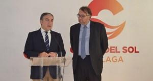 El presidente de la Diputación de Málaga, Elías Bendodo, en imagen de archivo, junto al gerente del Patronato de Turismo, Arturo Bernal
