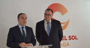 El presidente de la Diputación de Málaga, Elías Bendodo, en imagen de archivo, junto al gerente del Patronato de Turismo, Arturo Bernal.