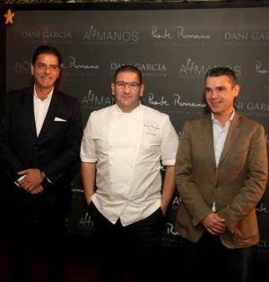 El chef Dani García junto al alcalde de Marbella, José Bernal (drcha) y el director del hotel Puente Romano, Jorge Manzur, este jueves en la presentación del evento. Foto/ Europa Press